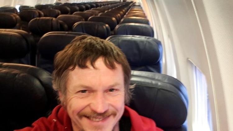 Toma un vuelo para Italia y es el único pasajero en todo el avión