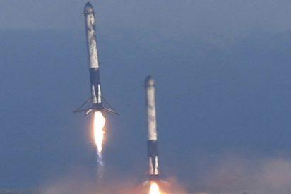 SpaceX logra un aterrizaje exitoso por primera vez de los tres propulsores del cohete súper pesado Falcon Heavy