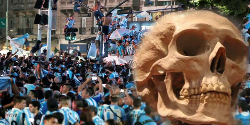 ¡Muy macabro!: Aficionado de Racing desentierra el cráneo de su abuelo y lo lleva al Obelisco de Buenos Aires para 'celebrar' la Superliga