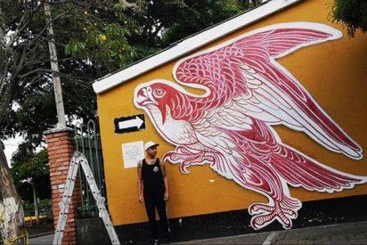 Tatuador pinta un mural con la sangre de sus clientes para romper un Récord Guinness
