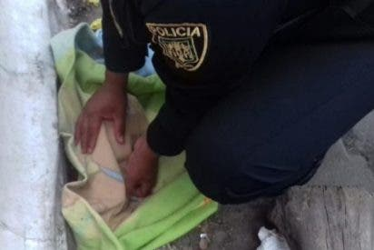 Vídeo: Rescatan a un recién nacido abandonado en México