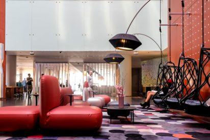 El living del hotel W Barcelona estrena un espectacular restyling