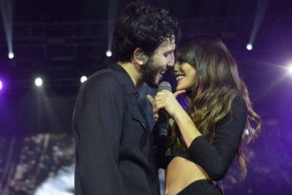Sebastián Yatra y Tini Stoessel se besan sobre el escenario al más puro estilo Aitana y Cepeda