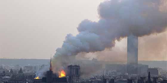 El error garrafal de YouTube: toma el incendio de Notre Dame por el atentado del 11-S