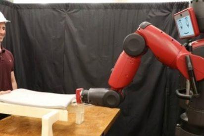 Este robot es capaz de trabajar con humanos detectando sus movimientos