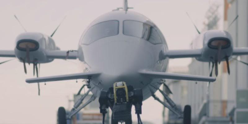 Te presentamos a HyQReal, el robot gigante que puede remolcar un avión