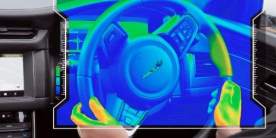 Así es el nuevo jaguar que te avisa de las rutas con su volante térmico