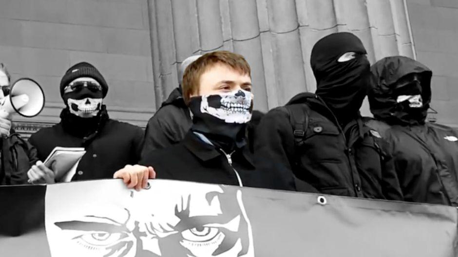 Sentencian por delitos sexuales contra niños al neonazi inglés que planeaba matar a una legisladora