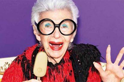 IRIS APFEL, la eterna musa de la moda protagonista de una campaña de helados a sus 97 años
