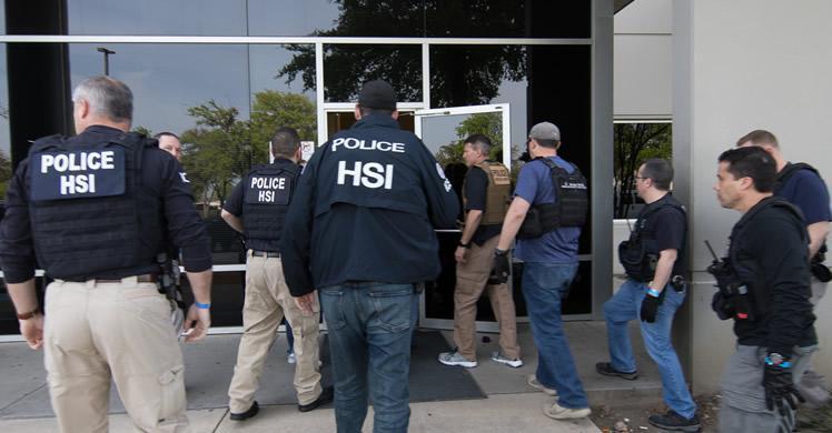 Convierte a una inmigrante ilegal en su esclava durante 9 años y le pillan por este error