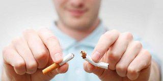 Epidemiólogos reclaman que se prohíba fumar en lugares públicos y privados como parques, estadios y playas