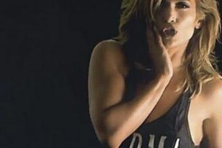 Jennifer López camina a 4 patas por el suelo del escenario como un tigresa en celo