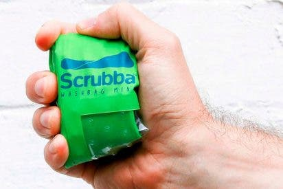 Así es la lavadora que cabe en la palma de tu mano y sirve como funda para el móvil