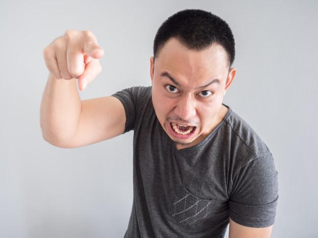 Chiste: el del chino chillón y el iPhone de la rubia