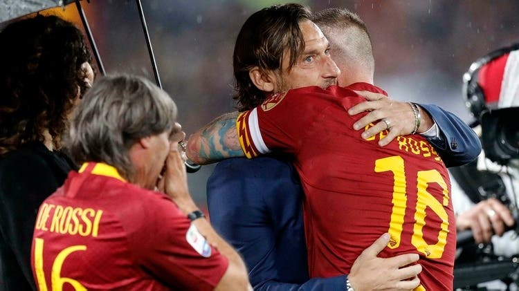La historia desconocida detrás del emotivo abrazo entre Francesco Totti y Daniele De Rossi