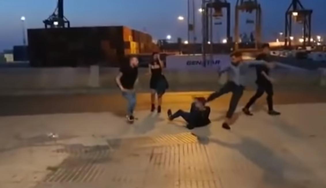 Vídeo: un piropo desata la brutal paliza de unos italianos a un joven español al que casi matan