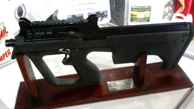 Ésta es la subametralladora que Nicolás Maduro ordenó fabricar para armar a sus milicias bolivarianas