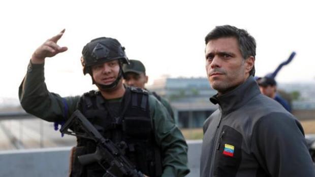 "Esposa de un capitán de Guaidó: ""Mi marido no es un militar golpista, lucha por la libertad de Venezuela"""