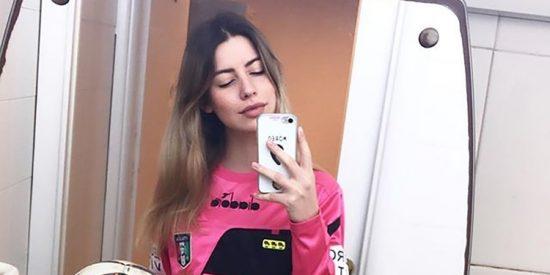 Ataque machista en el Calcio: Un jugador se bajó los pantalones frente a la árbitra y la desafió a tener sexo