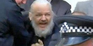 La Policía detiene al periodista español que intentó vender vídeos de Assange y el juez lo suelta