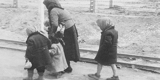 ¿Por qué el diario de una chica de 13 años asesinada en Auschwitz 'cobra vida' en Instagram?