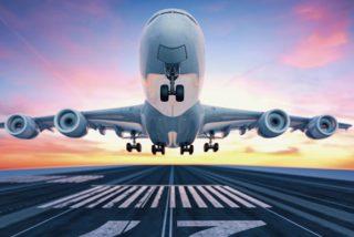 Un avión regresa a tierra porque un pasajero se negó a ponerse la mascarilla