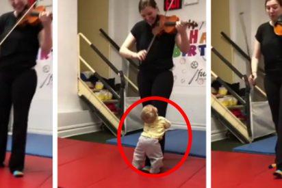 La reacción de este bebé al escuchar el sonido de un violín por primera vez enternece a las redes