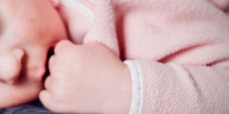 Una pareja estrangula a un bebé recién nacido dentro del hospital
