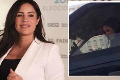 Cazan a Begoña Villacís mirando el móvil y al volante: 3 puntos menos y 200 euros de multa