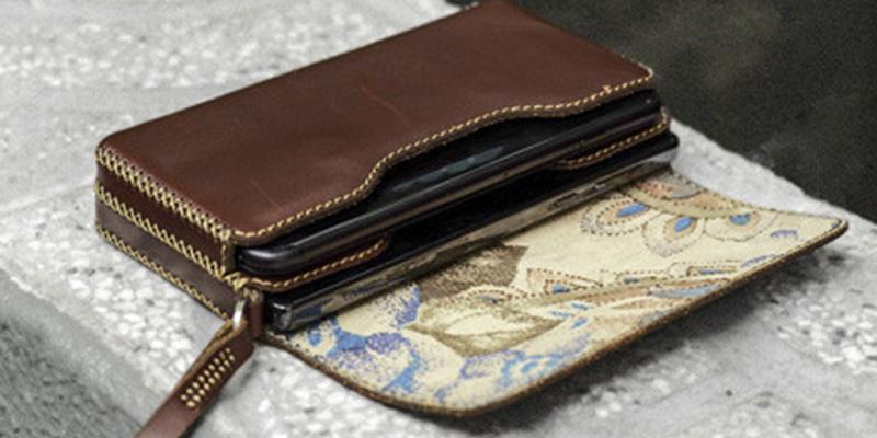 Mujer encuentra una billetera de hace 40 años y ahora intenta localizar a su propietaria