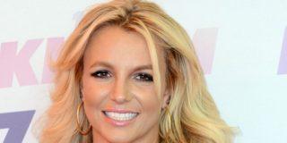 El sensual baile de Britney Spears en un ajustado look 'radioactivo'