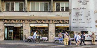 'Caffè Vaticano' pega un nuevo palo a los turistas en Roma: dos hamburguesas y tres cafés, 81 euros