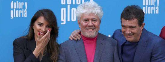 Festival de Cannes: Los besos que Almodóvar no dio y las preguntas que Penélope Cruz no hizo