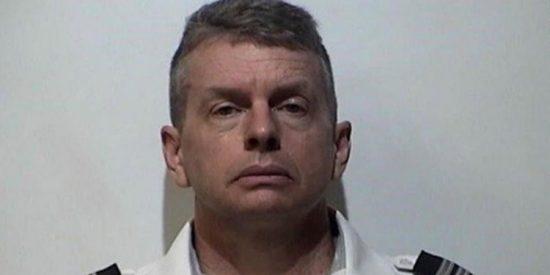 Piloto fue detenido a minutos de despegar por un caso de triple homicidio