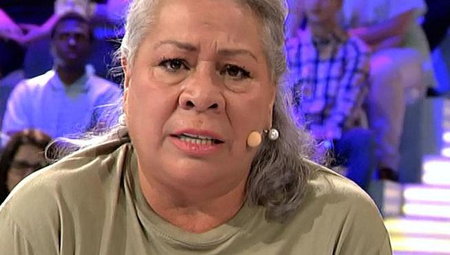Miriam Saavedra le calla la boca a Carmen Gahona por reírse de ella en directo