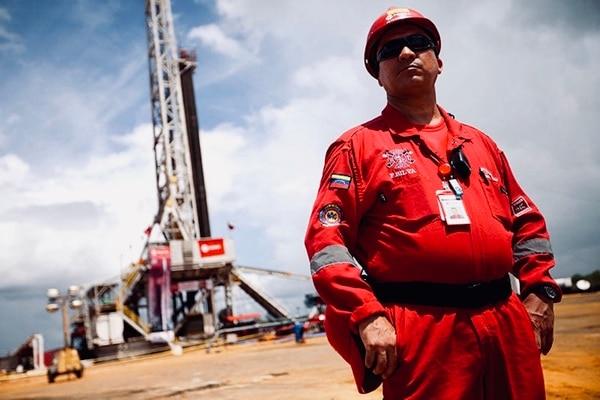 Maduro pierde terreno: Izaron bandera de EEUU en torre de la petrolera estatal PDVSA