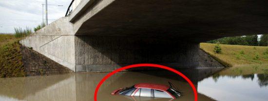 (VIDEO AGÓNICO): Rescatan a esta mujer segundos antes de que su coche se hunda en un río de EE.UU. con ella dentro