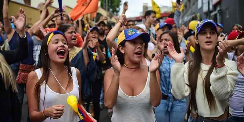 Venezolanos sienten cerca el fin de la dictadura y se viralizan con su #SiMaduroCae
