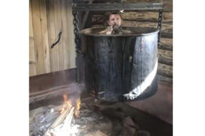 Este excéntrico empresario ruso con mucho tiempo libre, se 'cuece' en una olla hirviendo e invita a seguir su ejemplo