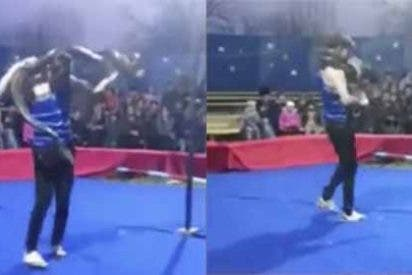El misterioso vídeo del entrenador de serpientes estrangulado por una pitón en pleno show