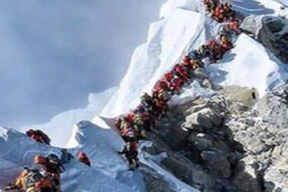 Dinero, atascos y muerte: las consecuencias de subir al Everest sin tener ni la menor idea de alpinismo