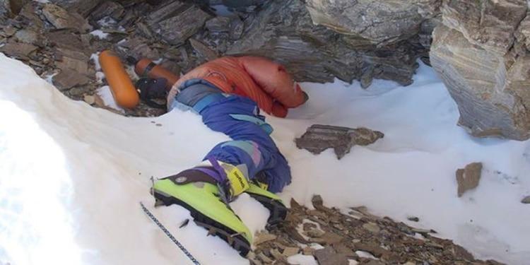 """El espeluznante testimonio de un cineasta que vio los cadáveres del Everest: """"Muerte, Carnicería y Caos"""""""
