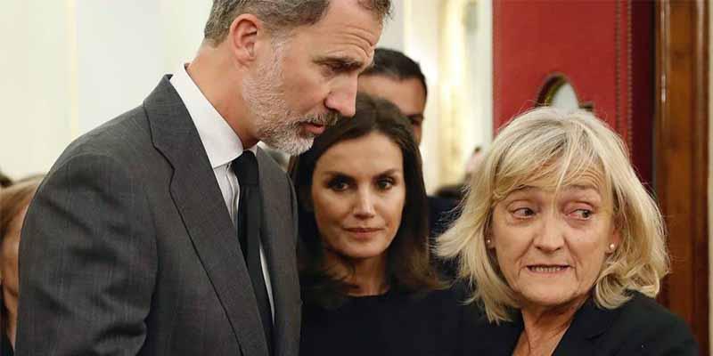 El Rey Felipe VI y la Reina Letizia junto a Pilar Goya, la viuda de Alfredo Pérez Rubalcaba