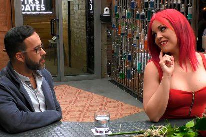 Le suben los calores cuando su cita de 'First Dates' le dice que lleva el tanga rojo