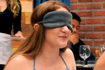"Esta estadounidense se parte de risa en 'First Dates' por como pronuncia su cita ""Comfortable"""