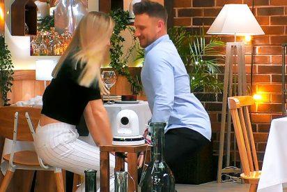 Hipnotiza a su cita en 'First Dates' con los sensuales movimietos de su trasero haciendo twerking