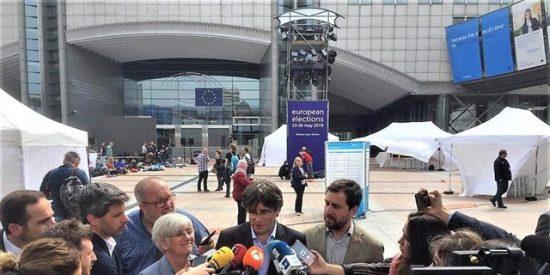 """Puigdemont (JxCat) no ha votado: """"Mucha gente ha votado por nosotros"""""""