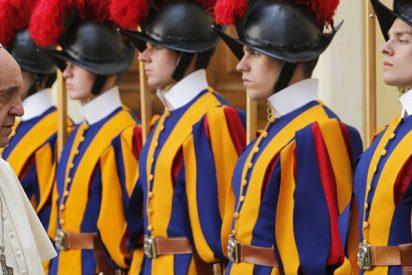 Vaticano: El ejército más pequeño del mundo busca urgentemente reclutas