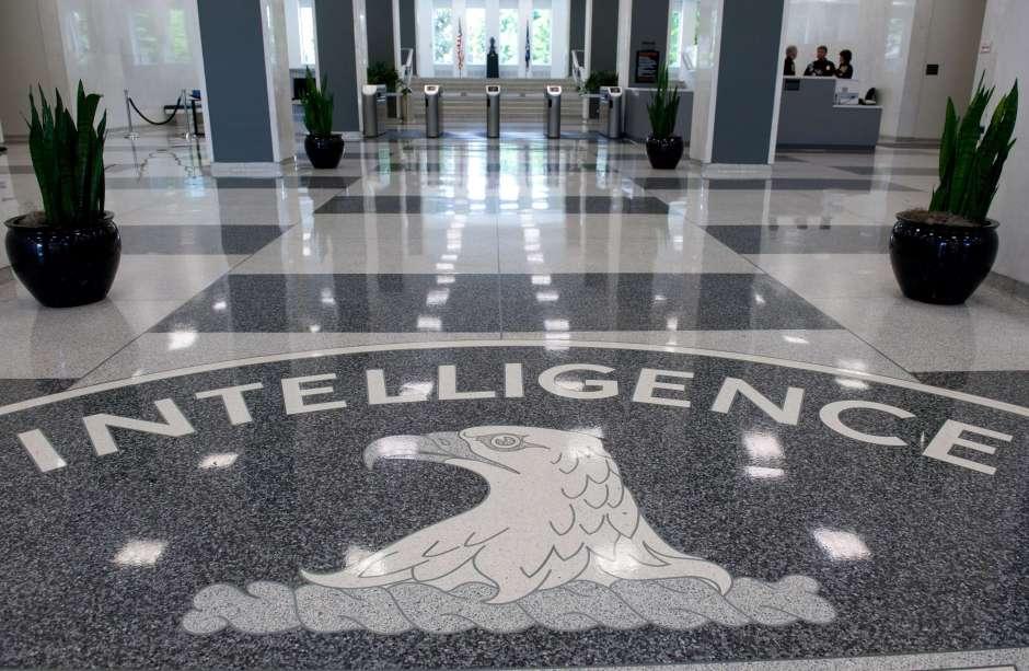 """Alerta en la CIA: Mujer intenta entrar a la sede y pregunta por el """"Agente Pene"""""""