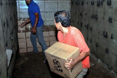 Vídeo: Un grupo de chavistas roba las pocas cajas de alimentos con las que se enriquece Nicolás Maduro